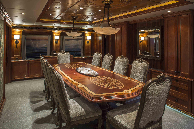 Super yacht UNBRIDLED - Formal dining