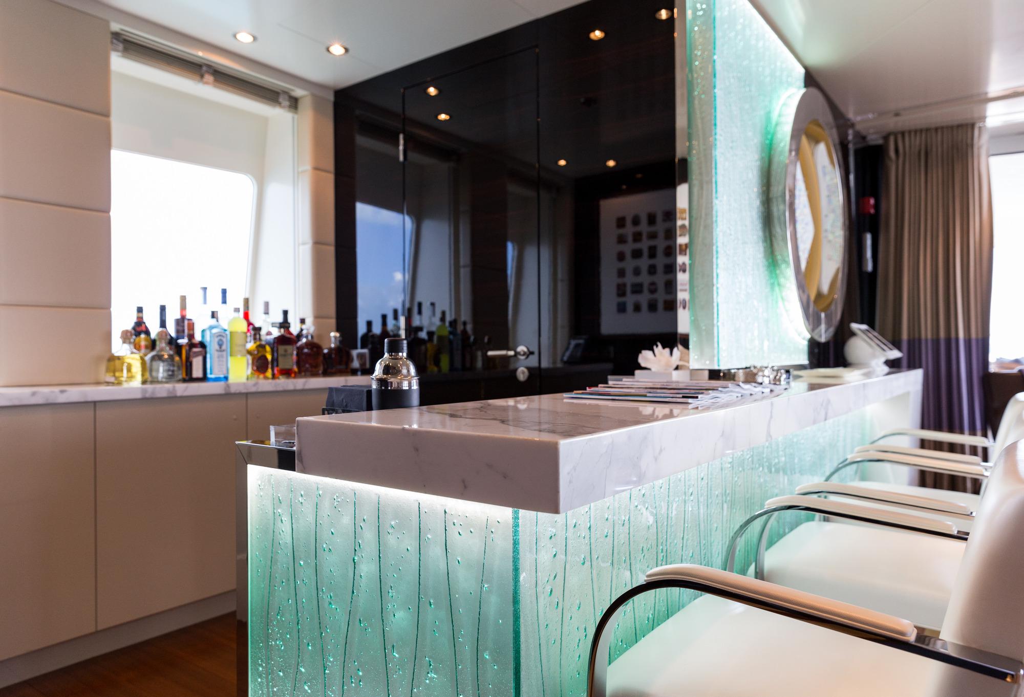 Superyacht ELYSIAN - Skylounge bar