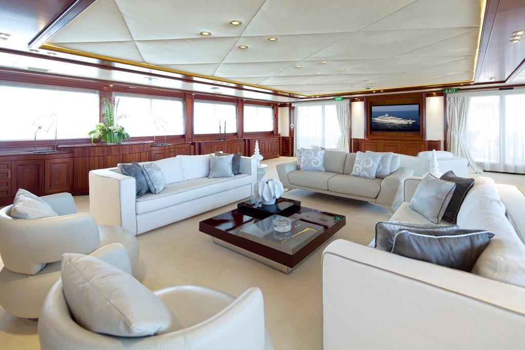 Superyacht OMEGA - VIP salon