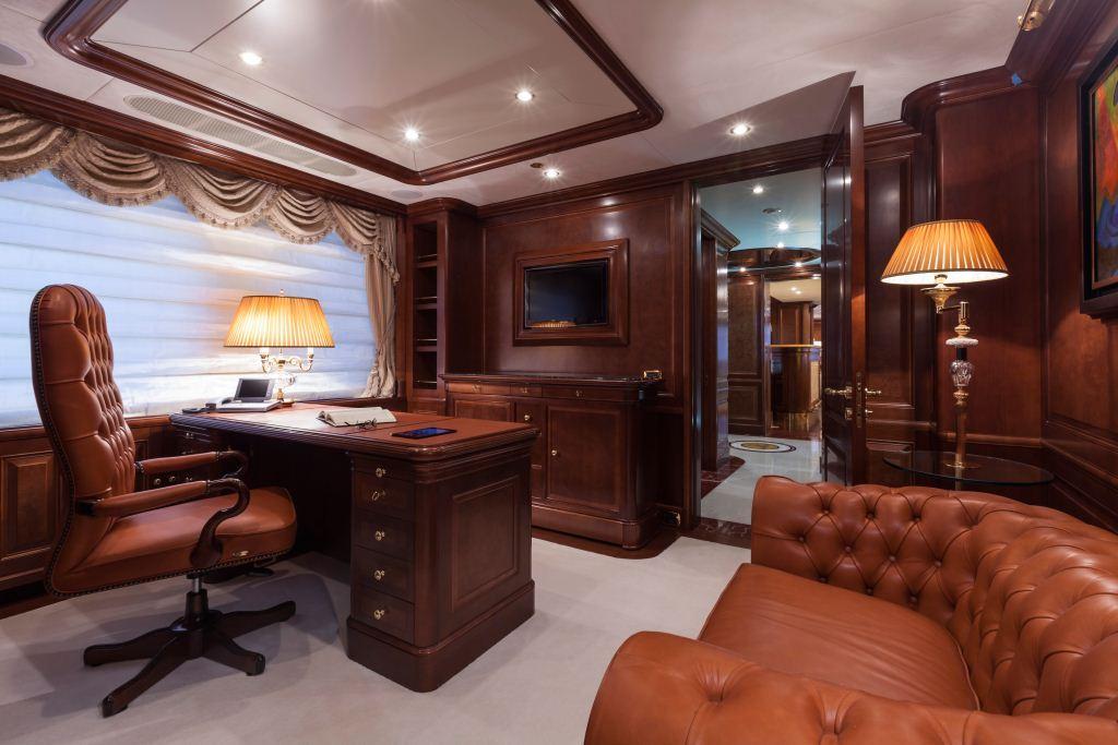Superyacht PRIDE -  Master Cabin Office