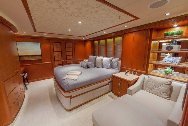 Superyacht SKYFALL - Double Cabin