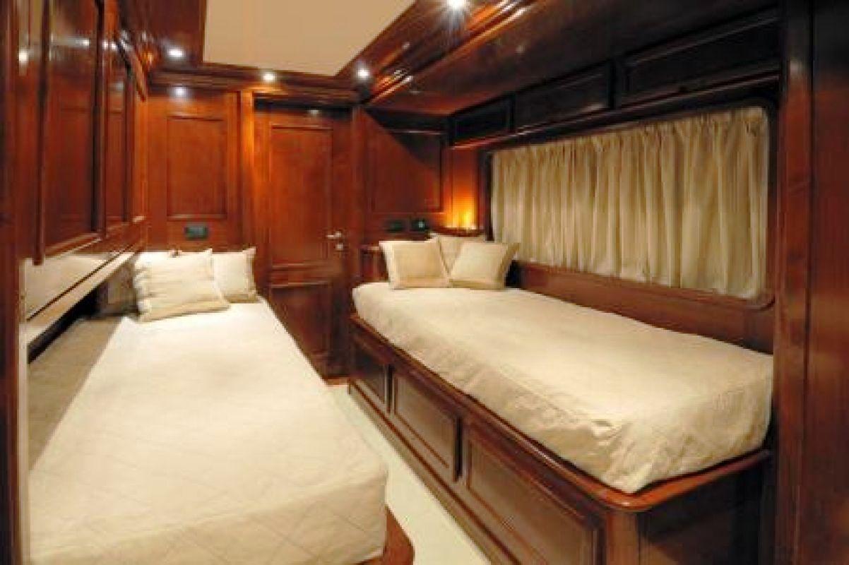 TANANAI -  Twin Cabin