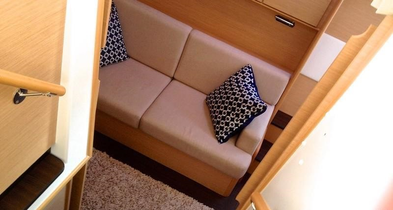 TELL STAR - Master cabin sofa