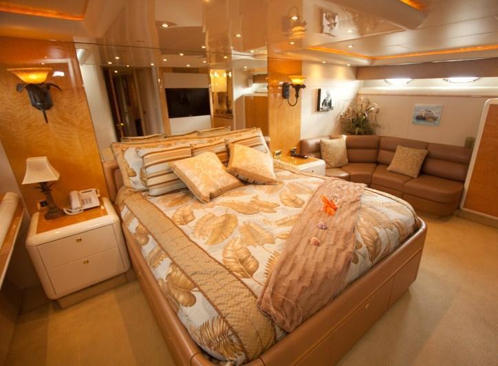 TRES HERMANOS III  -  Master Cabin