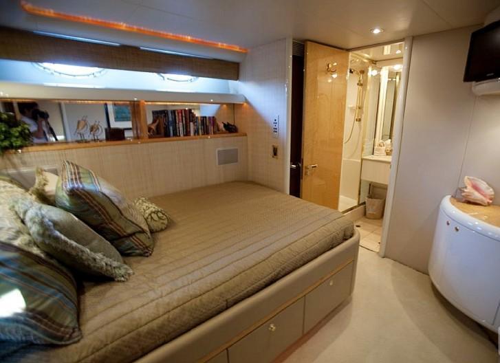 TRES HERMANOS III  -  Port Guest Cabin with Bath