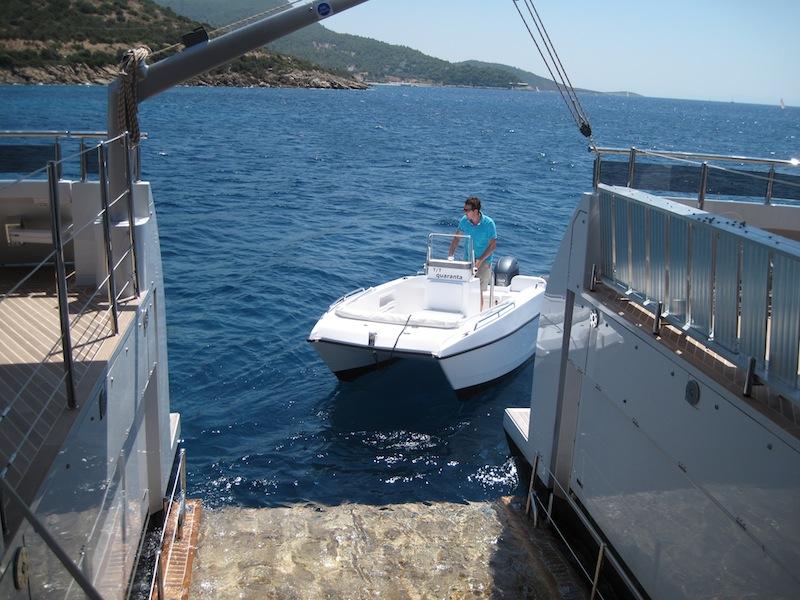 Tender lift platform - Motor Yacht QUARANTA