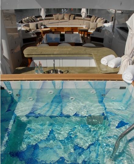 Sundeck Hot tub