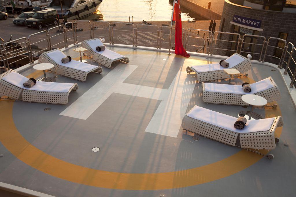 VICKY -  Sun Deck - Heli Deck