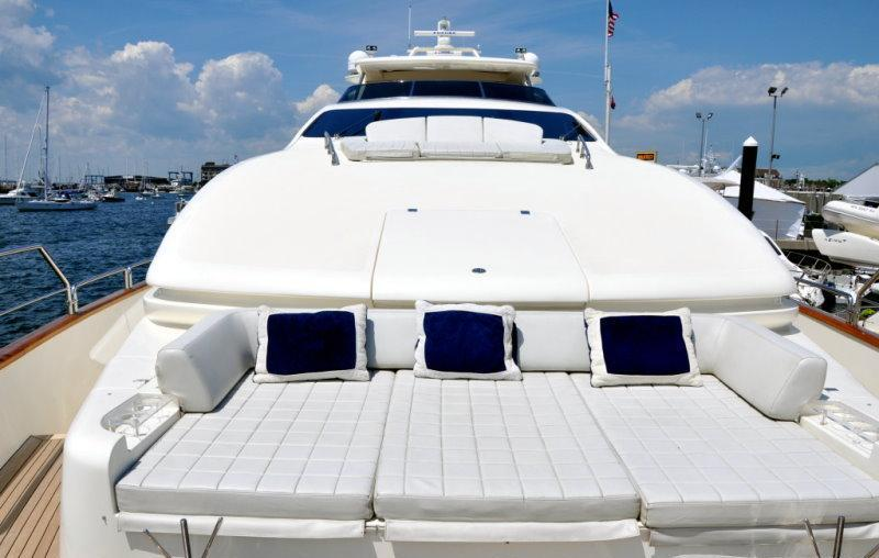 VIVERE -  Seating on Bow