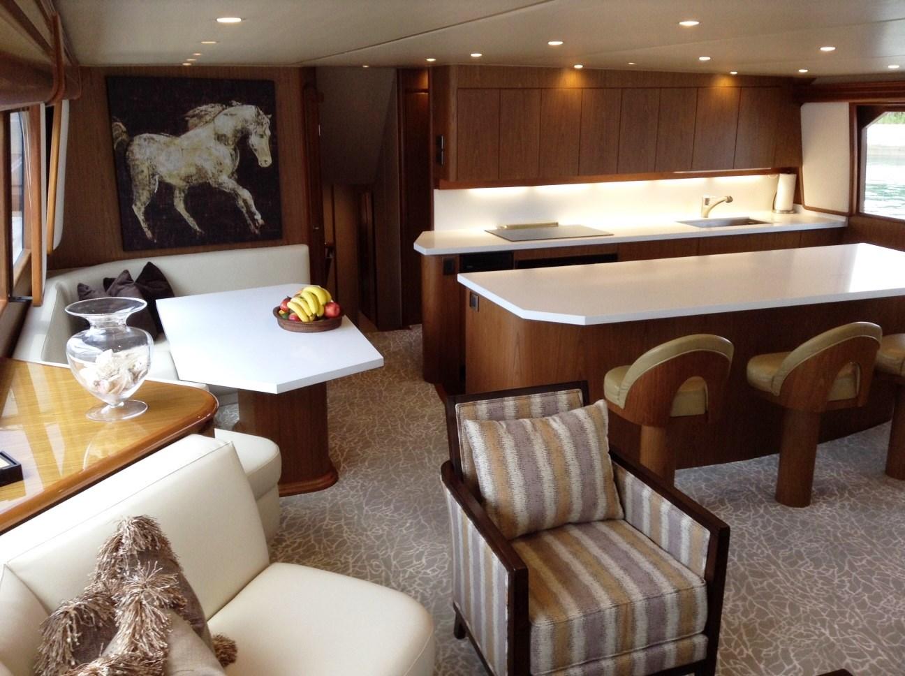 Viking motor yacht MUSTANG SALLY - Dining and wet bar