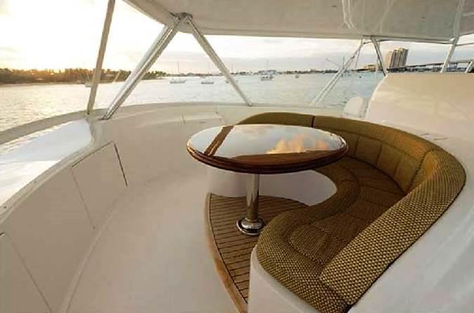 Viking motor yacht MUSTANG SALLY - Flybridge seating