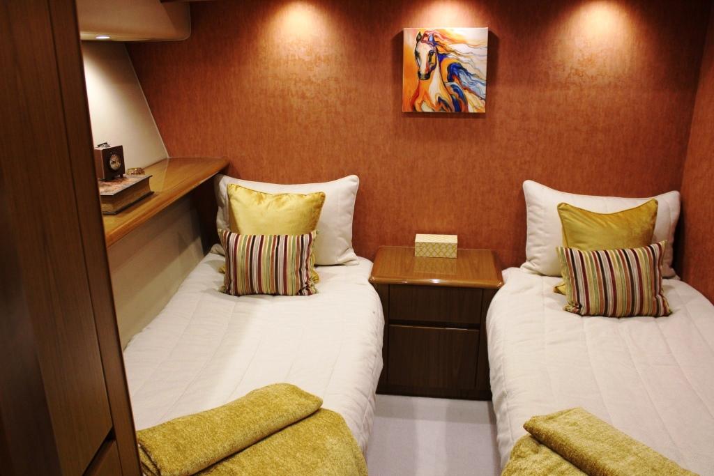 Viking motor yacht MUSTANG SALLY - Twin cabin 2