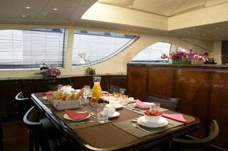 Voyage -  Salon Dining
