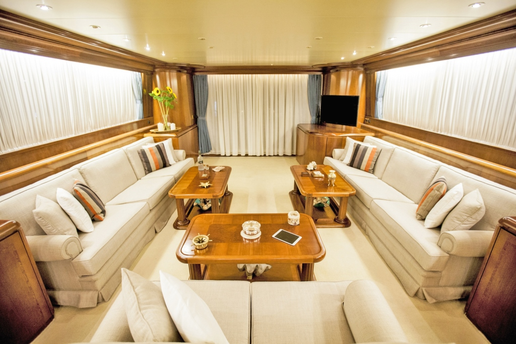 Yacht APANEMIA - Main Salon