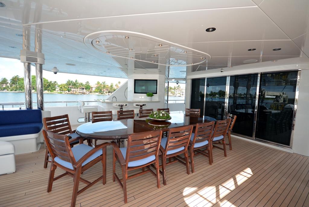 Yacht AQUAVITA - Main Deck Aft Dining