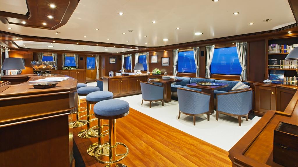 Yacht AXANTHA II -  Main Salon Bar and Dining