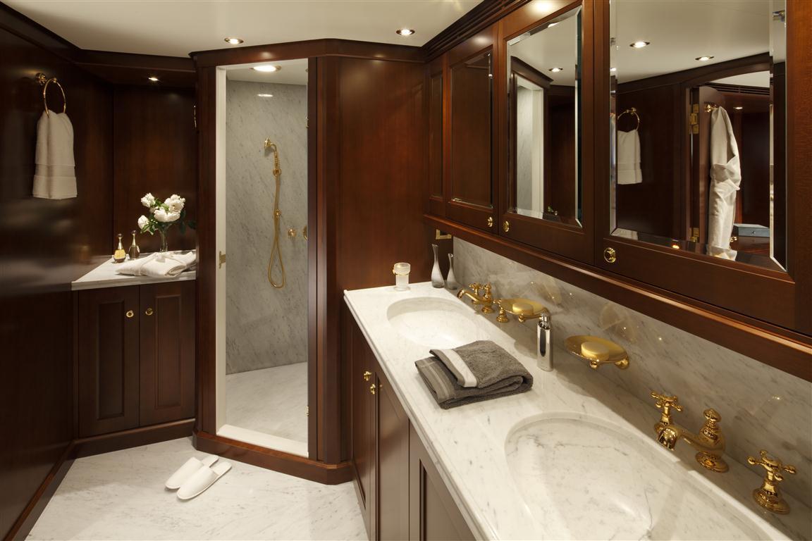 Yacht AXANTHA II -  Master Cabin Bathroom