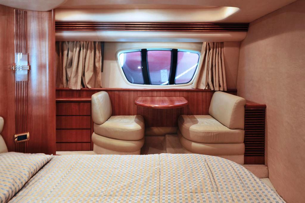Yacht AZUCENA MARE -  Master Cabin Desk