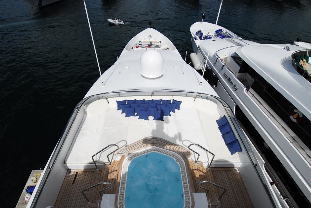 Yacht BALAJU - Bow