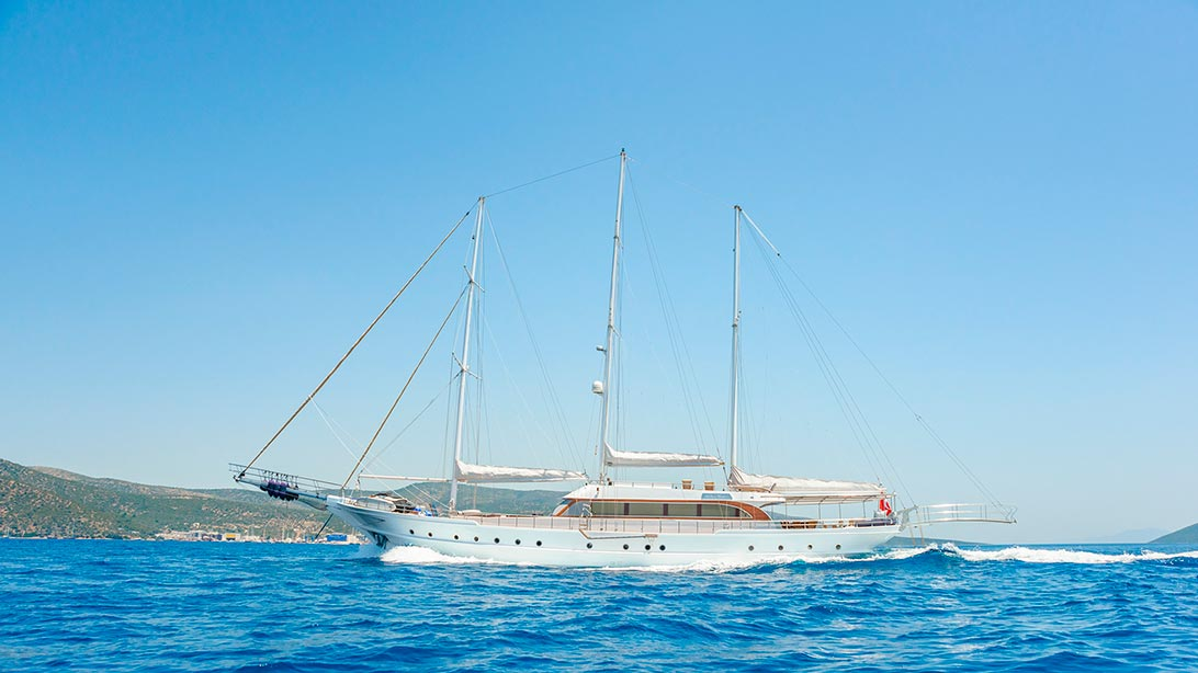 Yacht BELLAMARE - Profile