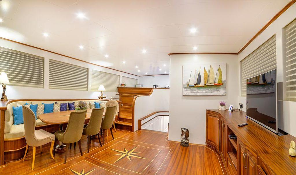 Yacht BELLAMARE - Salon and Dining