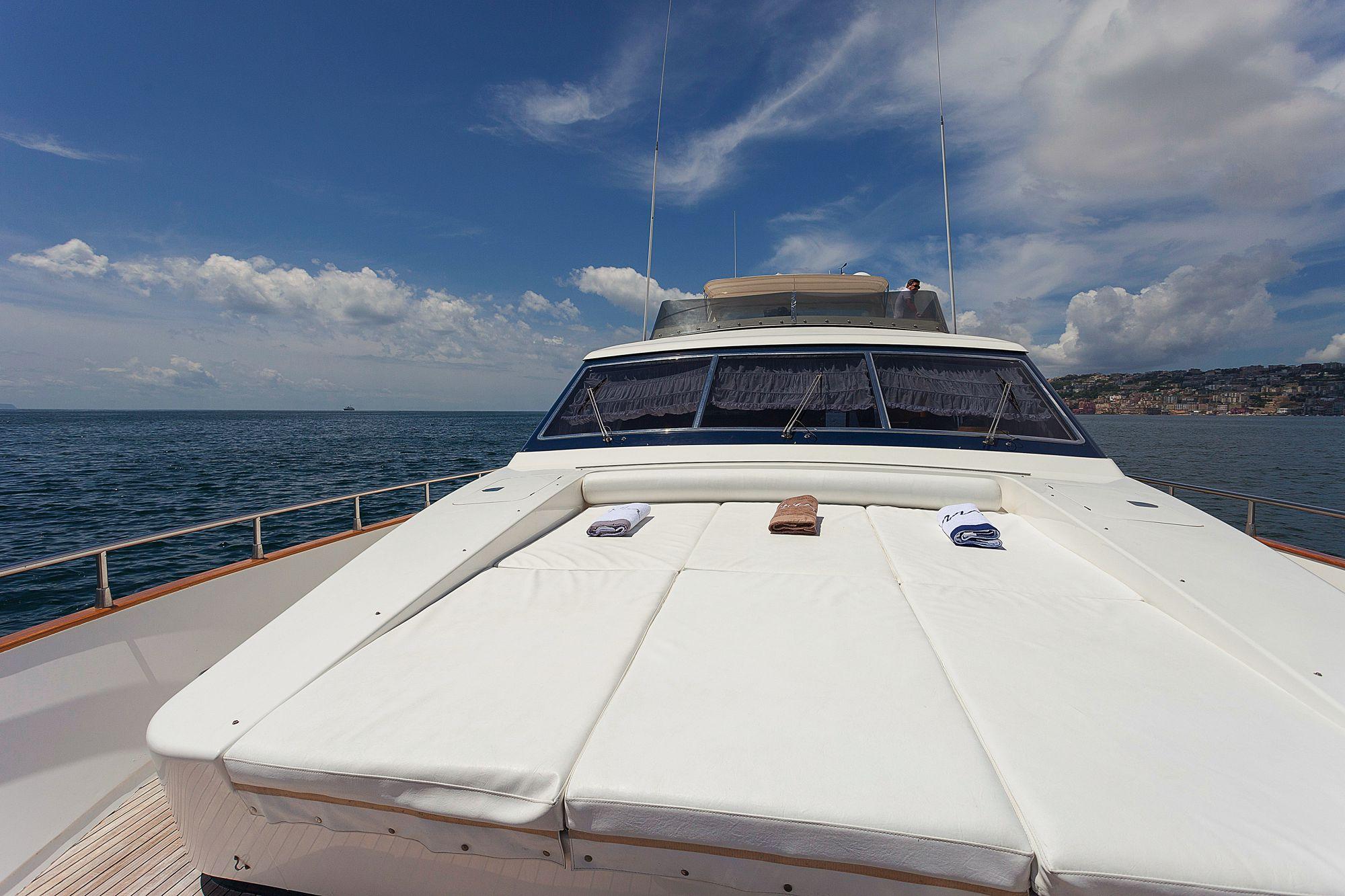 Yacht BERNADETTE - Foredeck