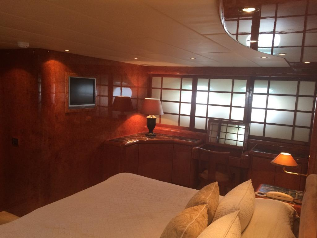 Yacht BIRD OF PREY - Master stateroom