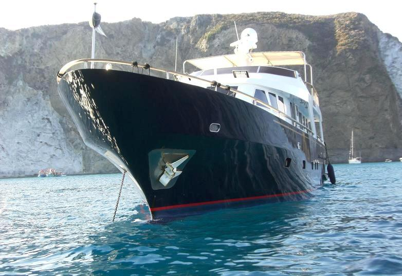 Yacht BLUE LADY -  At Anchor