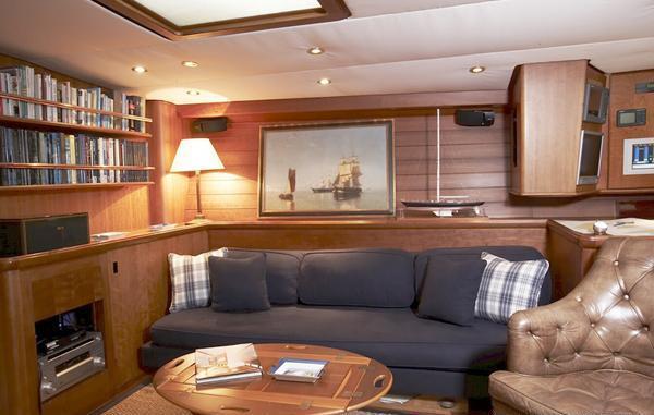 Yacht BOLERO -  Saloon Seating