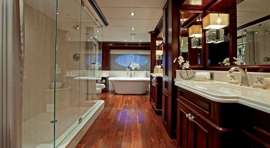 Yacht COCKTAILS -   Master Bathroom