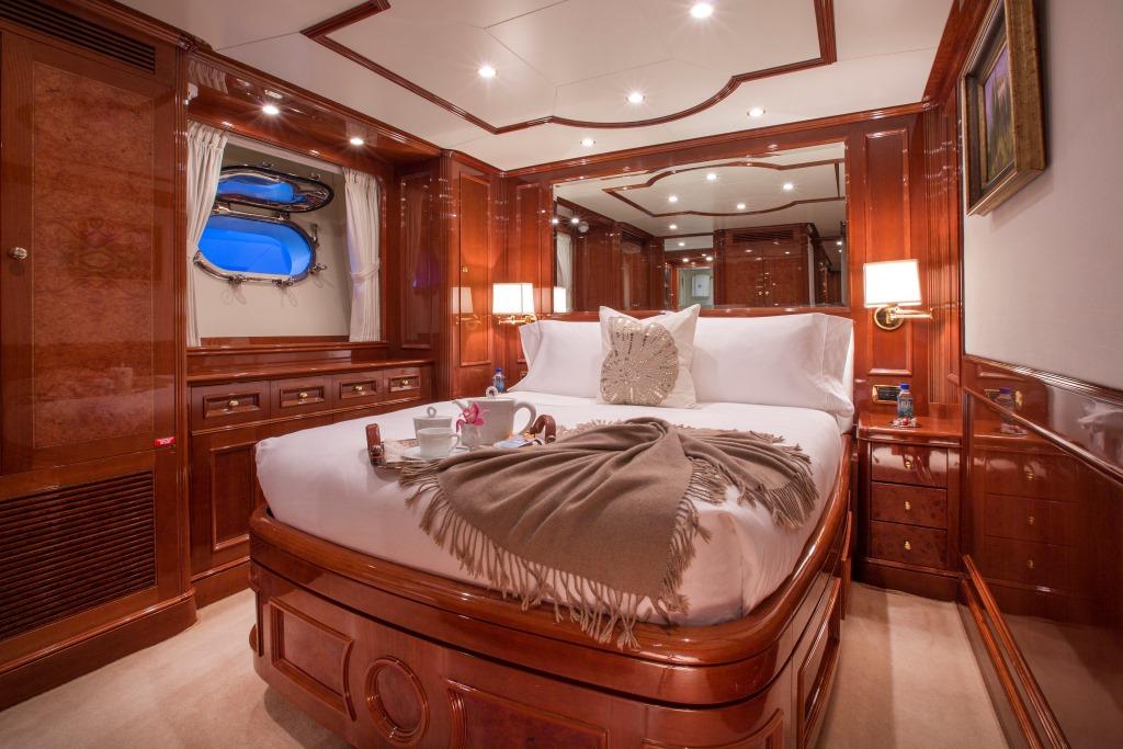Yacht Camarina Royale -  VIP Cabin