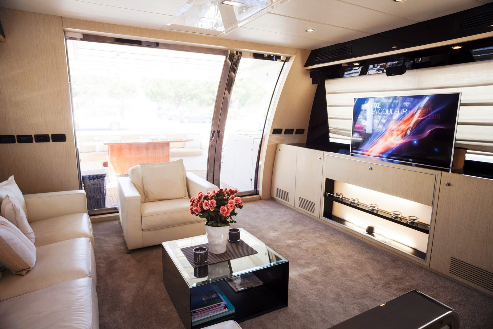 Yacht Dolce Mia - Salon looking Aft