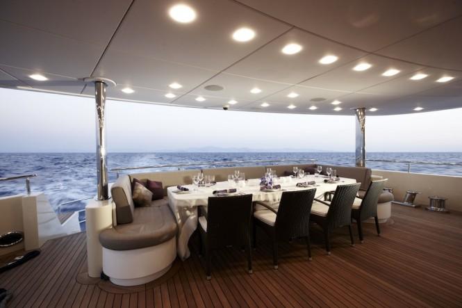 Yacht E&E Underway