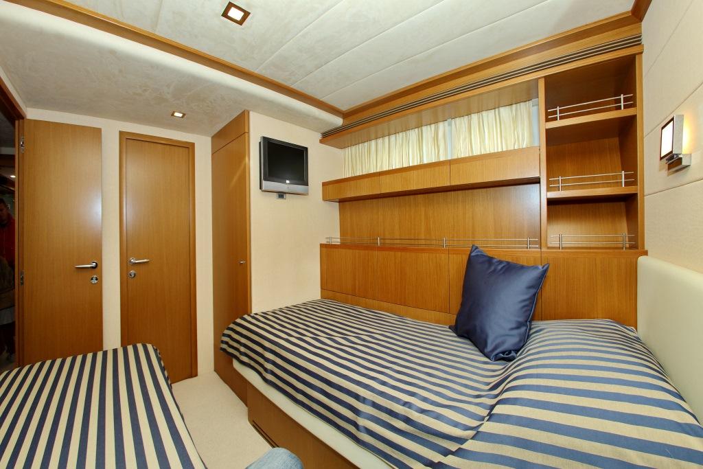 Yacht ENA - 016