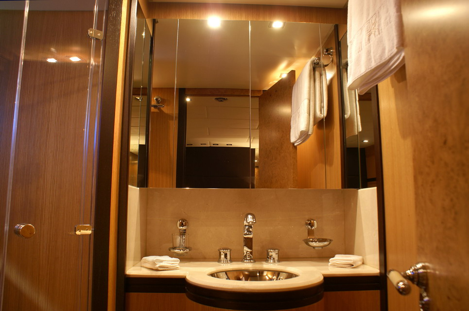 Yacht EOL B -  Double Cabin ensuite