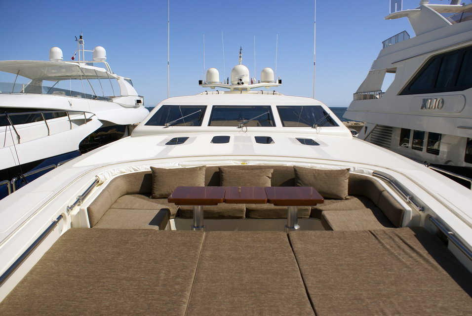 Yacht EOL B -  Foredeck Sunpads