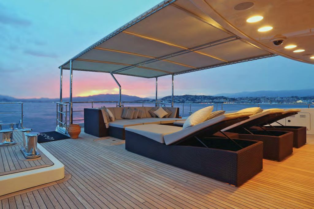 Yacht FAMILY DAY -  Aft Deck Sunbeds