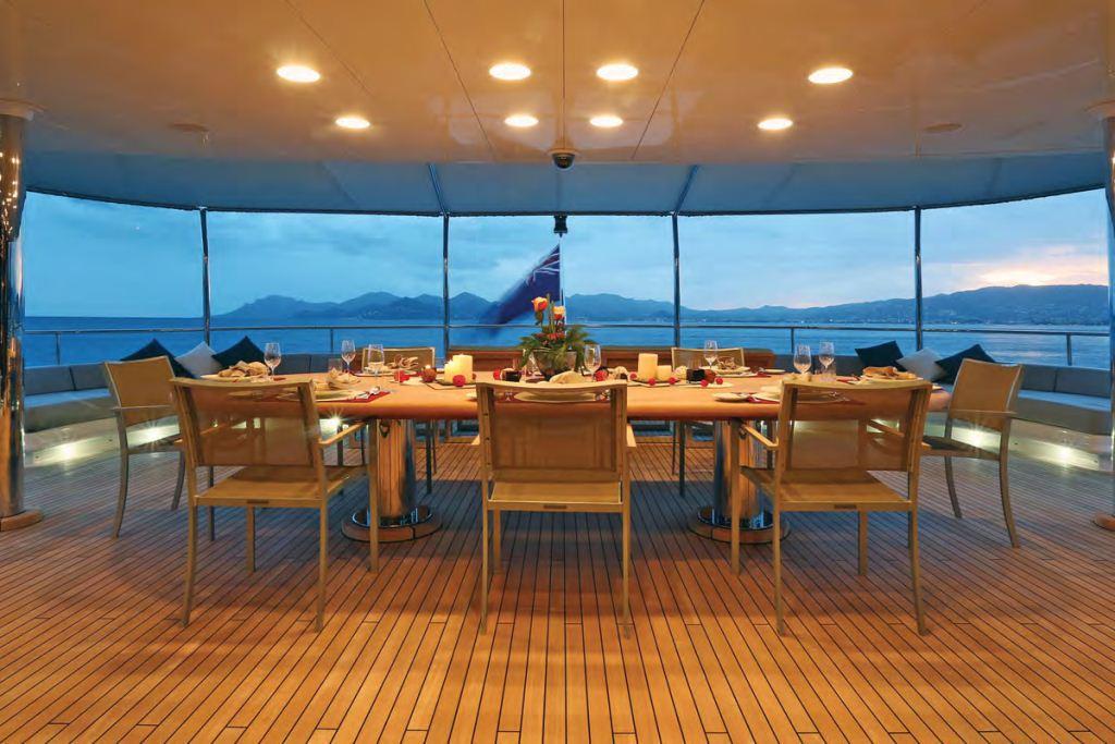 Yacht FAMILY DAY -  Al Fresco Dining