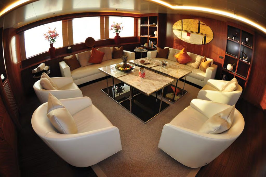 Yacht FAMILY DAY -  Main Salon Forward