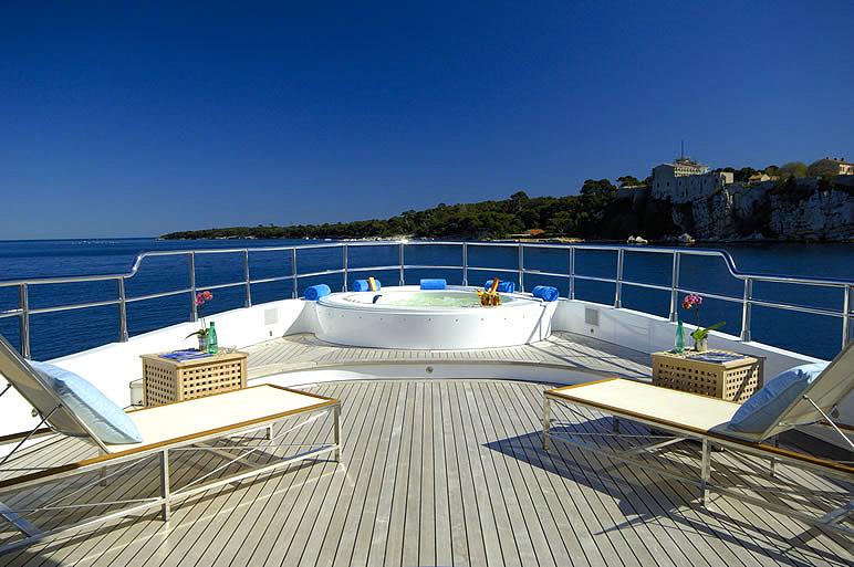 Yacht FATHOM -  Sundeck