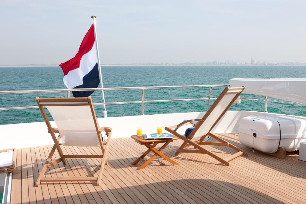 Yacht FIREFLY by Mulder - Sundeck loungers