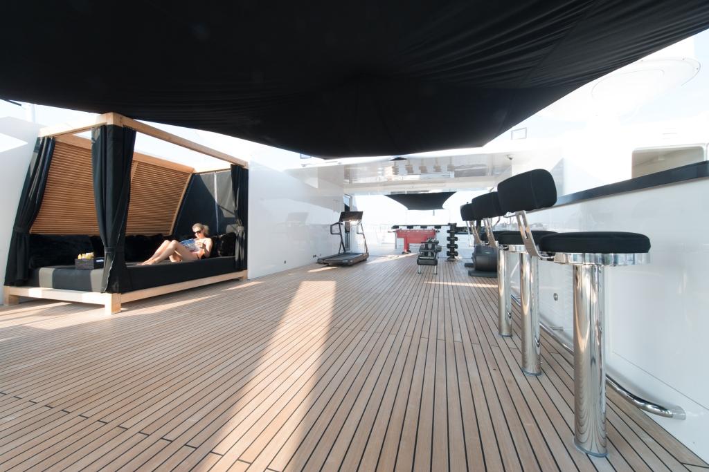 Yacht IDOL -  Sundeck Sunbed and Gym