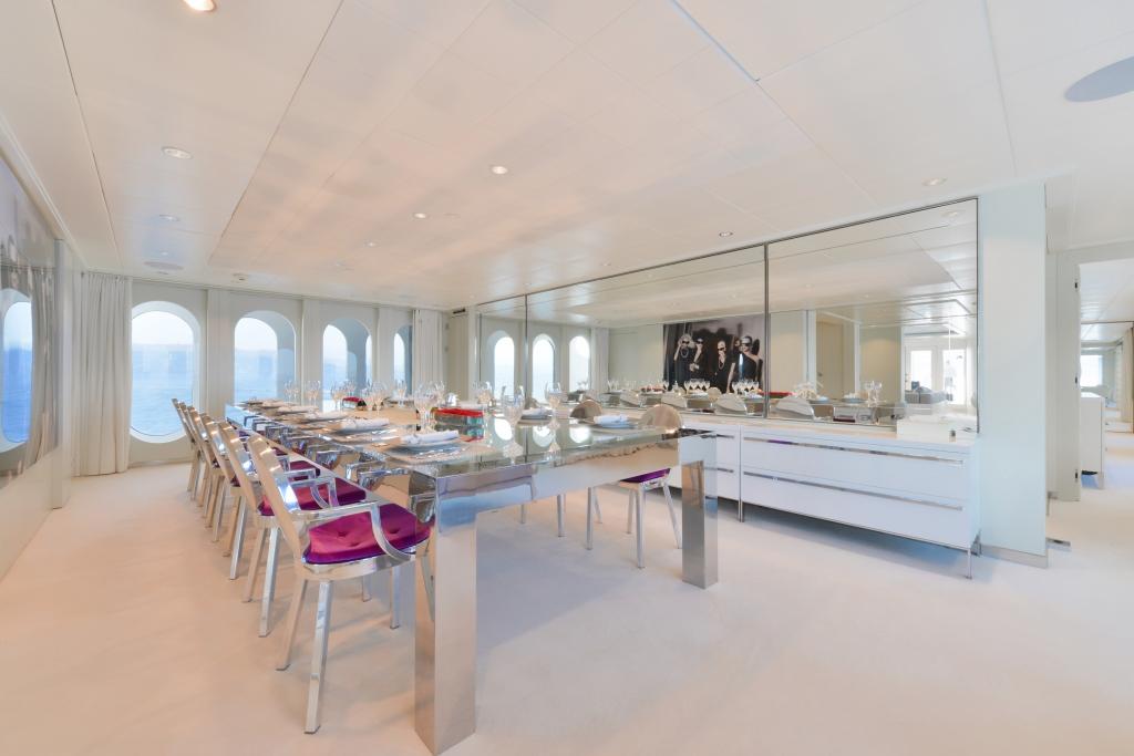 Yacht IDOL - Dining Room