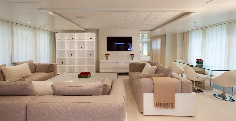 Yacht IDOL - Main Salon