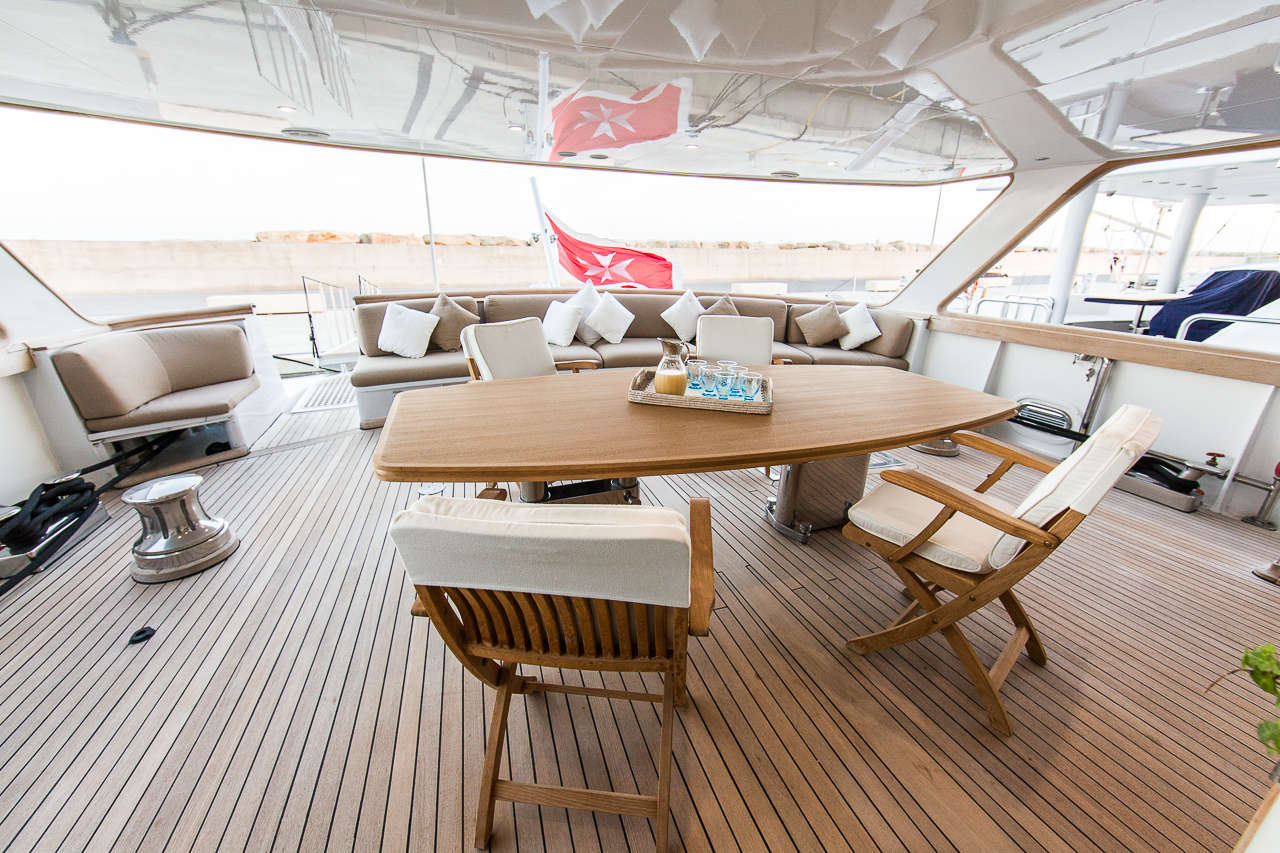 Yacht INDIA - Aft Deck Dining