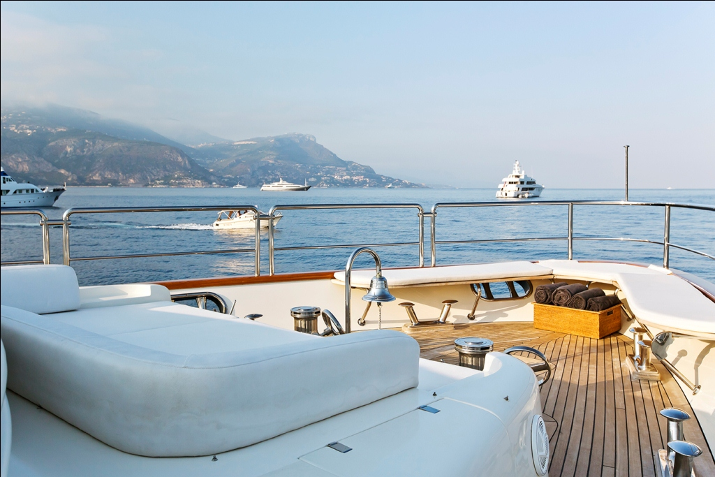 Yacht LA DEA -  Foredeck Seating