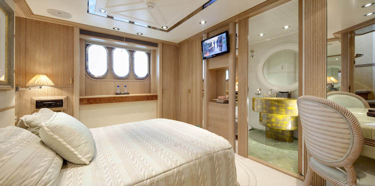 Yacht LA MASCARADE -  Aft Guest Cabin