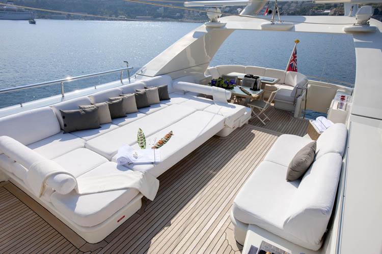 Yacht LA MASCARADE -  Top Deck