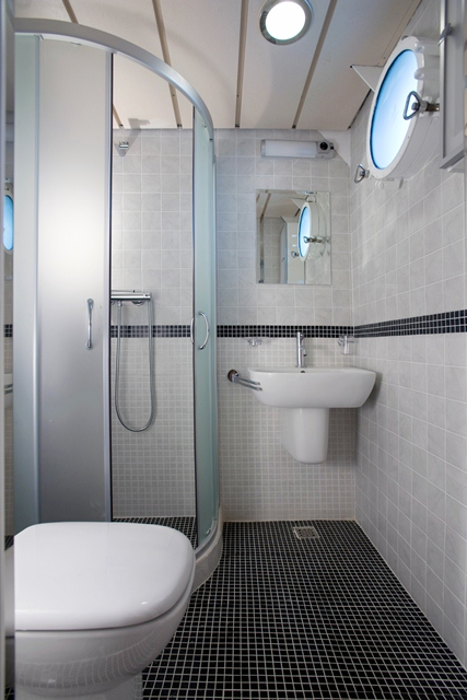 Yacht LA PERLA -  Bathroom