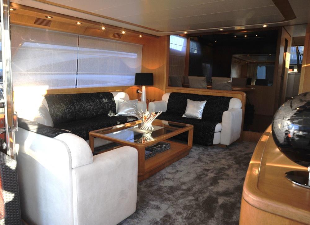 Yacht LOLEA -  Salon Seating